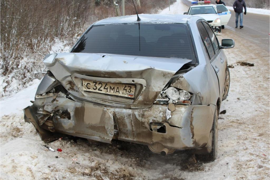 В Куменском районе «МАЗ» влетел в Mitsubishi: пострадал пешеход