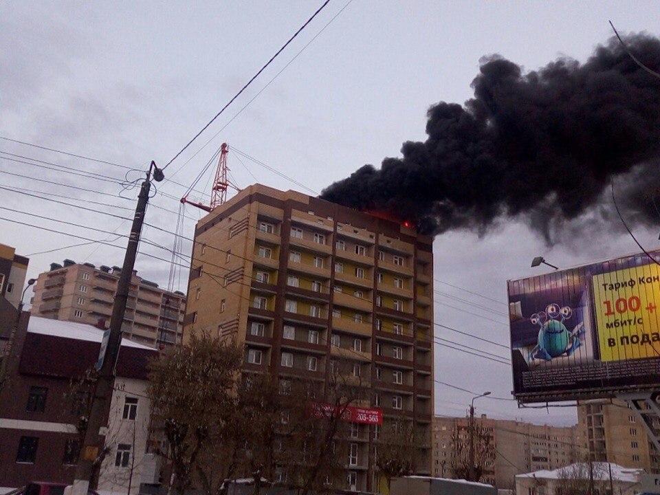 В Кирове полыхала новостройка. ВИДЕО