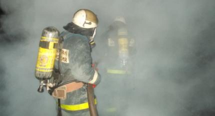 40 человек эвакуировали из горевшей девятиэтажки в Кирове