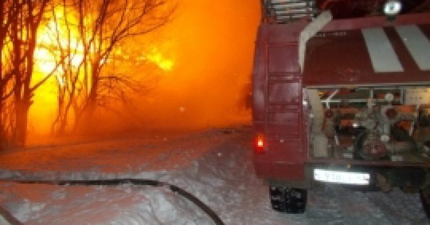 40 человек эвакуировали из горевшей девятиэтажки в Кирове Пожар начался из-за шалости 5-летнего ребенка