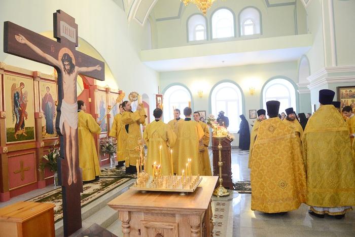Игорь Васильев принял участие в первой службе в обновлённом храме г. Слободского