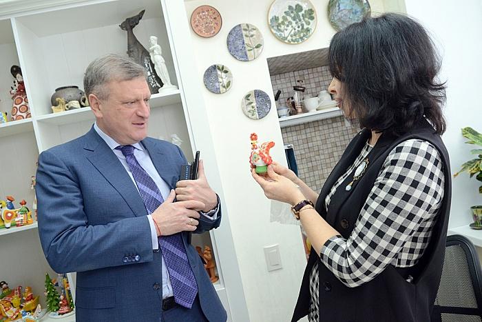 Игорь Васильев посетил мастерские вятских художников