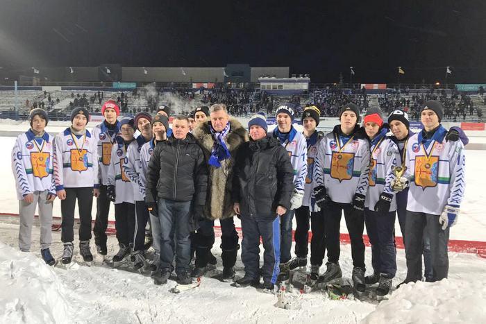 Глава региона поздравил юных кировских хоккеистов