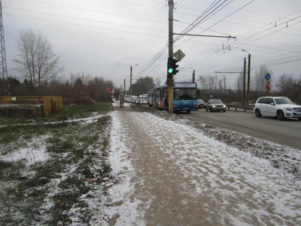 В Кирове автобус врезался в две иномарки