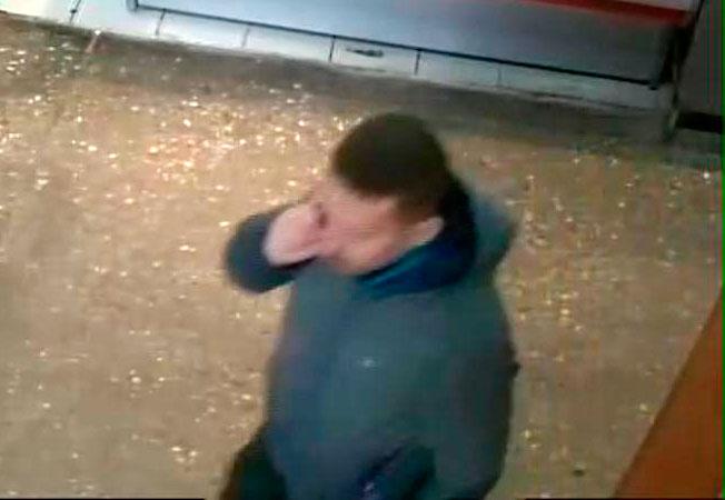 Двое мужчин украли ноутбук из ТЦ на Октябрьском рынке