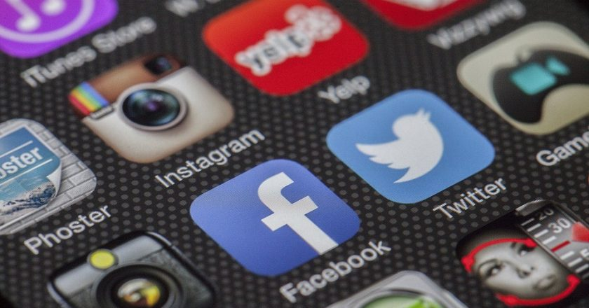 Ученые советуют отдохнуть от соцсетей перед праздничными днями
