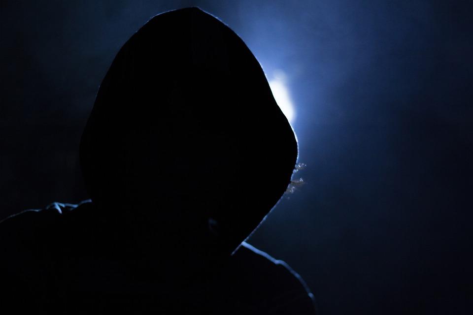 Полиция ищет мужчину, который украл настойку из магазина на Филейке (+видео)
