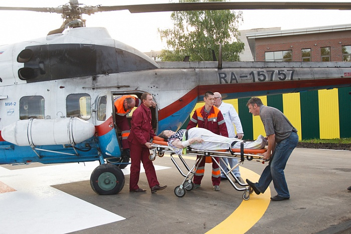 В кировскую травмбольницу впервые доставили пациента на вертолете
