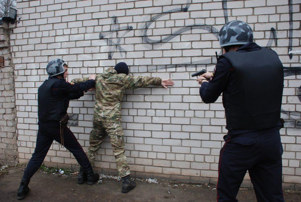 В Кирове Росгвардия задержала мужчину, который украл из магазина бутылку водки