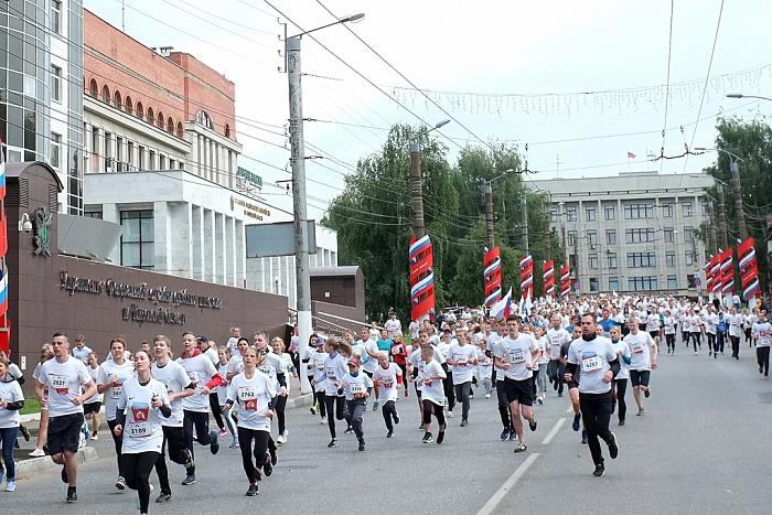 Около 2 тысяч человек приняли участие в кировском полумарафоне «Вятские холмы»