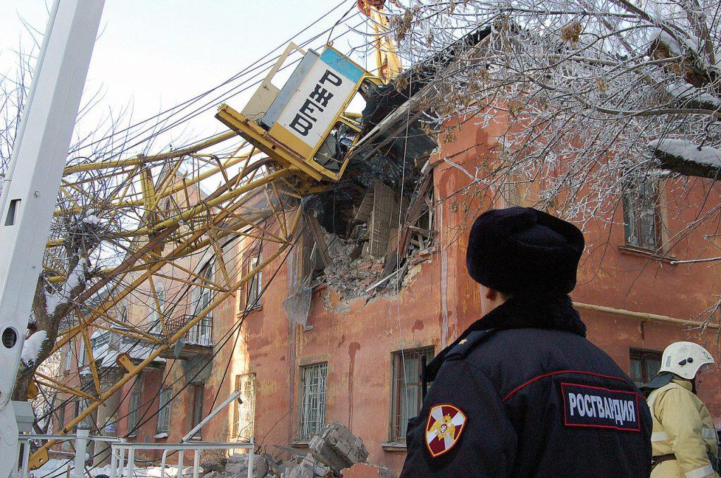 В МЧС рассказали о повреждениях дома при ЧП с краном в Кирове