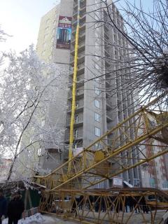 На место падения башенного крана из Нижнего Новгорода вылетел вертолёт МИ-8
