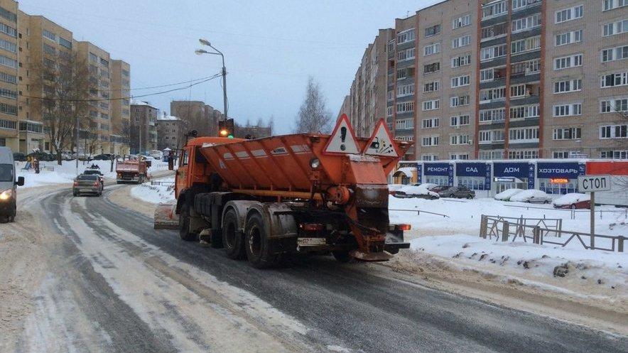 В Кирове хотят запретить парковку на проблемных участках дорог