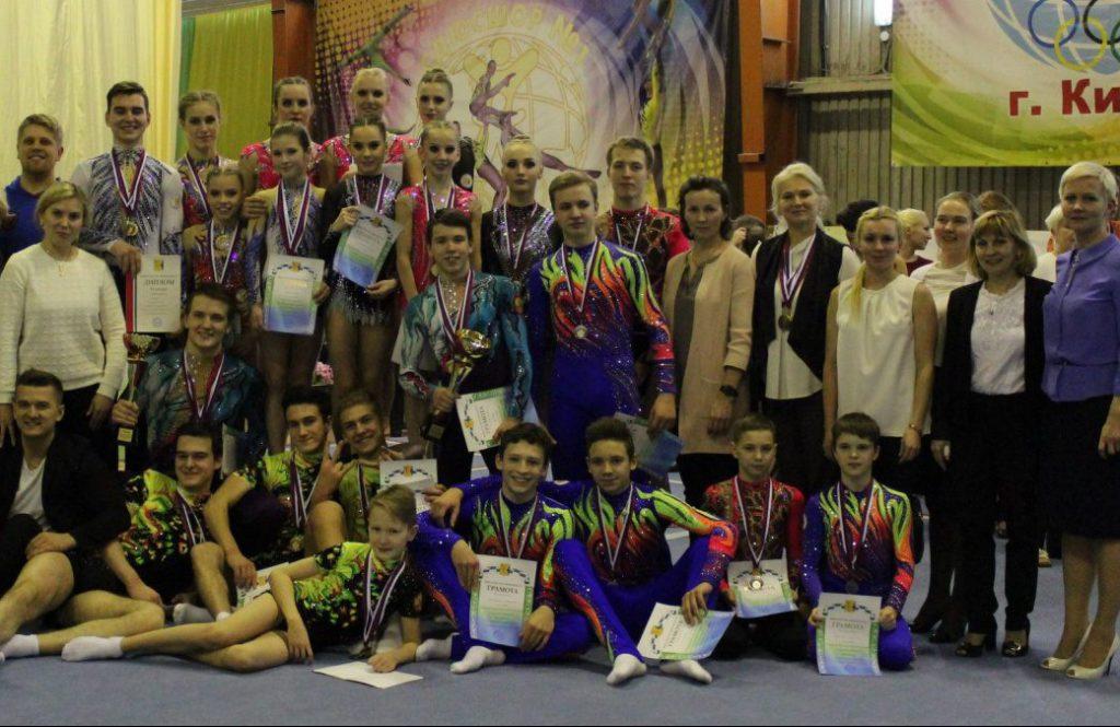 Кировчане стали лучшими в ПФО по спортивной акробатике