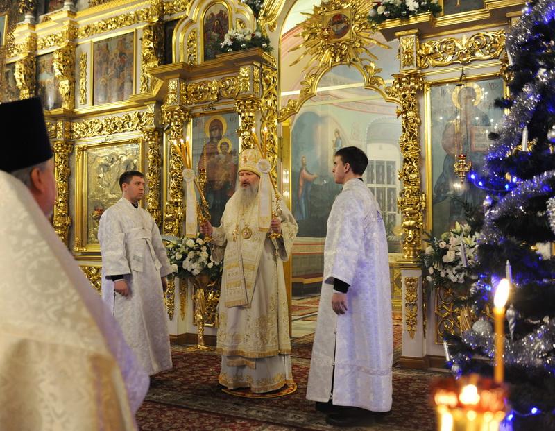 В праздник Рождества Христова митрополит Вятский и Слободской Марк совершил Божественную литургию в Успенском кафедральном соборе в Кирове