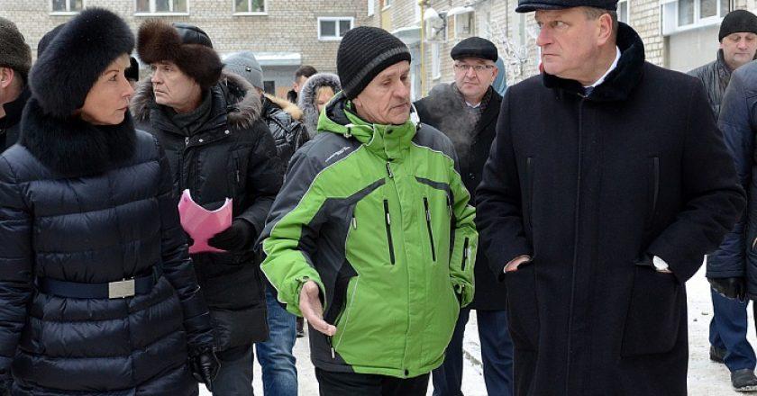 Игорь Васильев поручил властям Кирова усилить контроль за работой управляющих компаний