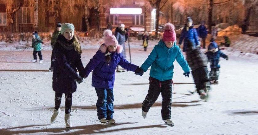 В Кирове возле ДК «Космос» открылся бесплатный каток