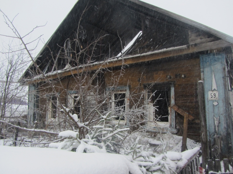 В Слободском пожарные спасли мужчину из огня
