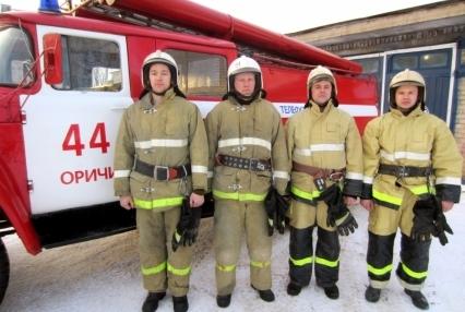 В Кирове Огнеборцы спасли пенсионера из горящей квартиры