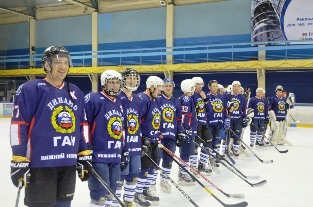 В Кирове состоялся Открытый Кубок Кировской области по хоккею среди команд органов безопасности и правопорядка.