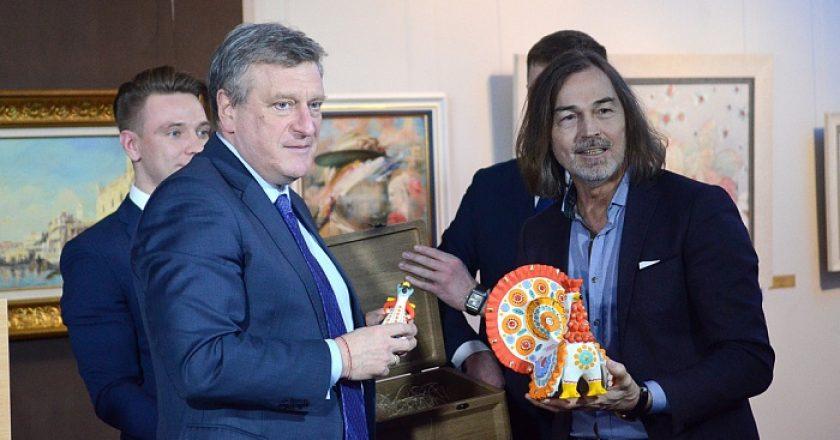 Художник Никас Сафронов открыл персональную выставку в Кирове при поддержке Правительства области