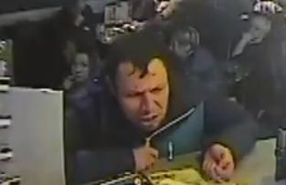 Посетителя кировского бара избили и ограбили в туалете
