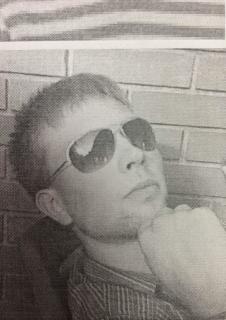 В Кирове мужчина отобрал у подростка ноутбук, брызнув в лицо из газового баллончика