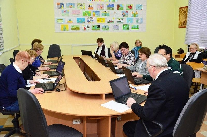 В районах Кировской области определены знатоки компьютерных технологий старшего возраста