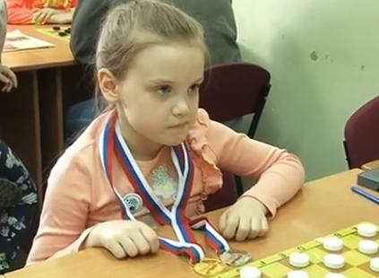 Юная кировчанка Милена Алексеева вернулась с первенства России по русским шашкам с двумя медалями