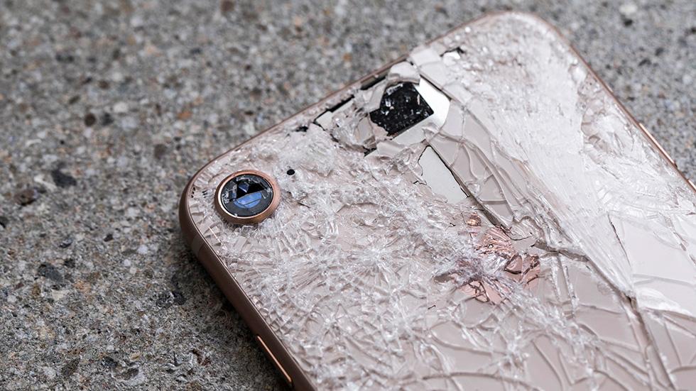 В кировском кафе повздорившая парочка устроила драку айфонам