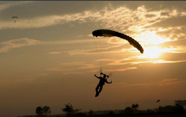 В связи с развитием кайтсерфинга, сноукайтинга, парапланеризма и других видов спорта с использованием строп и парашютов филиал ПАО «МРСК Центра и Приволжья» - «Кировэнерго» предупреждает спортсменов и любителей