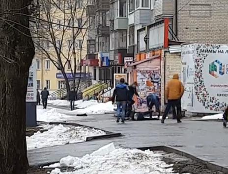 У автовокзала в Кирове толпа подростков избила сверстника