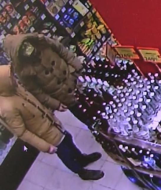 Кировские полицейские разыскивают причастных к грабежу