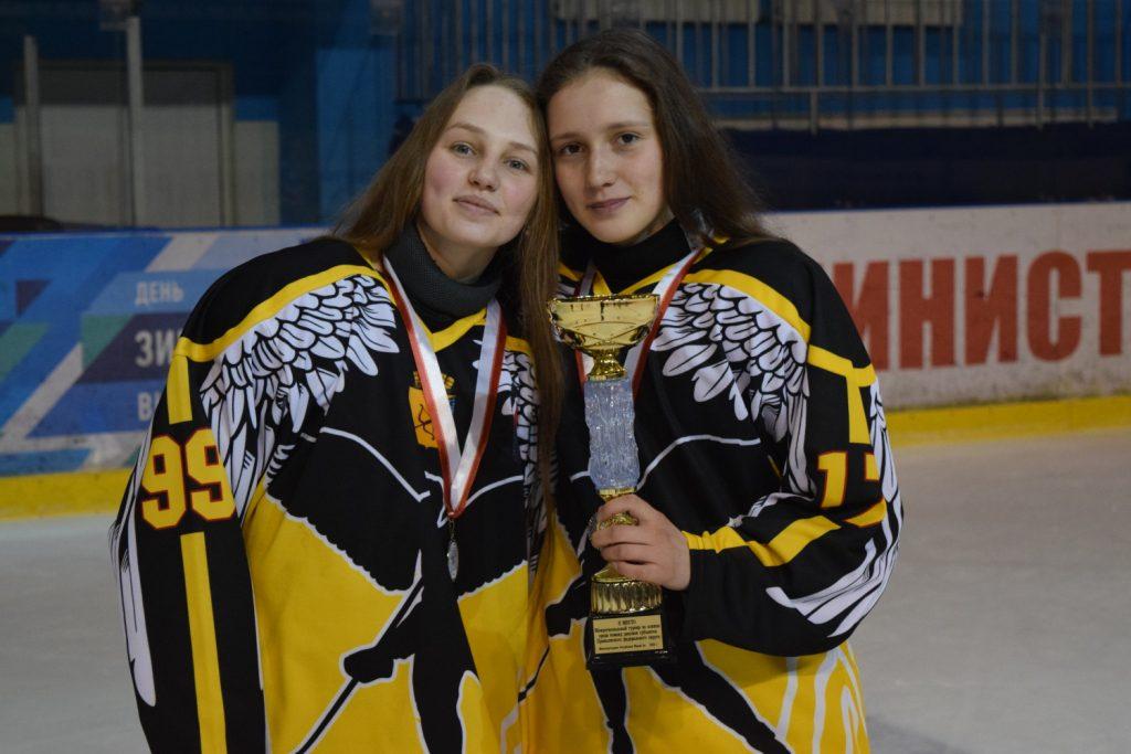 Кировские «Ангелы» стали серебряными призерами межрегионального турнира по хоккею среди женских команд