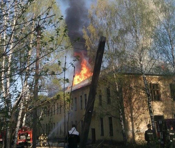 В Кирове загорелось здание на территории КВАТУ