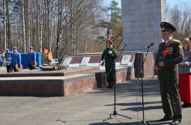 Вечный огонь на Старомакарьевском кладбище был зажжён к торжественному митингу