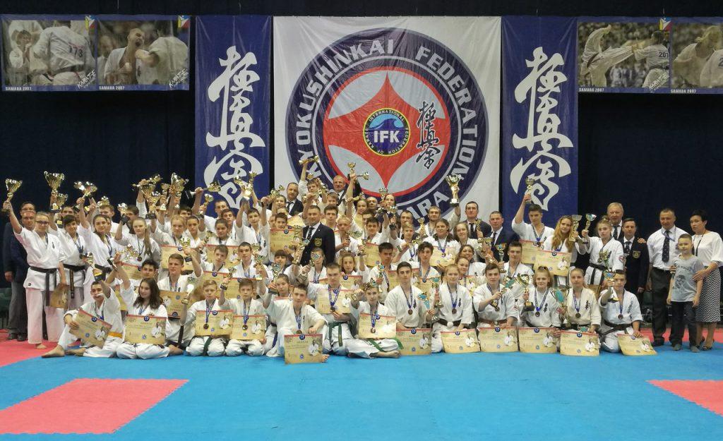 Кировские спортсмены отличились на всероссийском турнире по каратэ