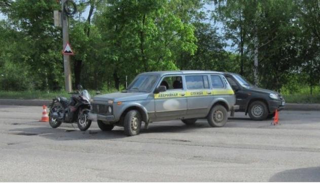 В Кирове мотоциклистка пострадала при столкновении с автомобилем аварийной службы