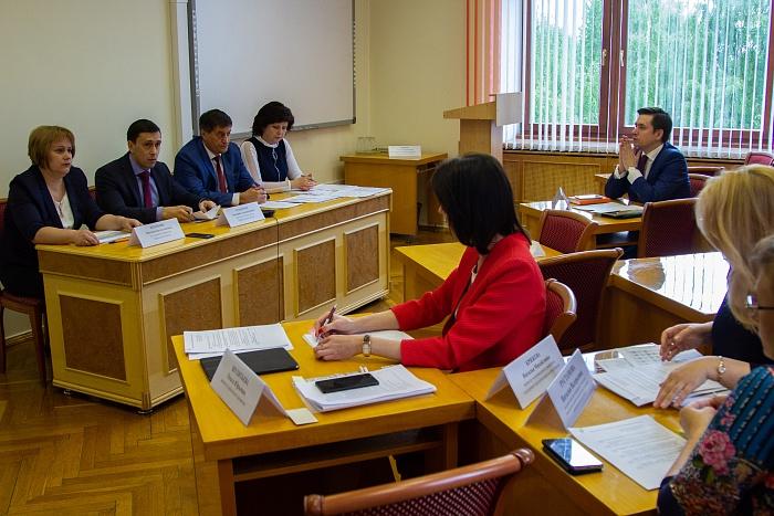 На зарплаты педагогам Кировской области направят 600 млн рублей