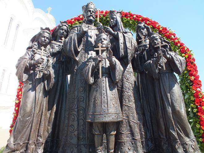 В Кирове установили памятник царской семье