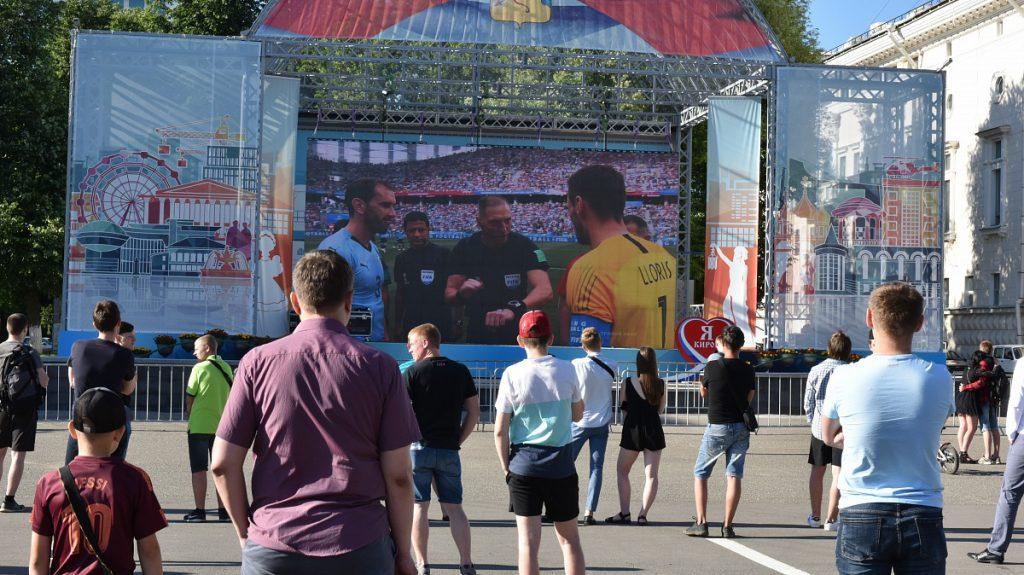 Площадка для болельщиков на Театральной площади собрала почти 4000 кировчан