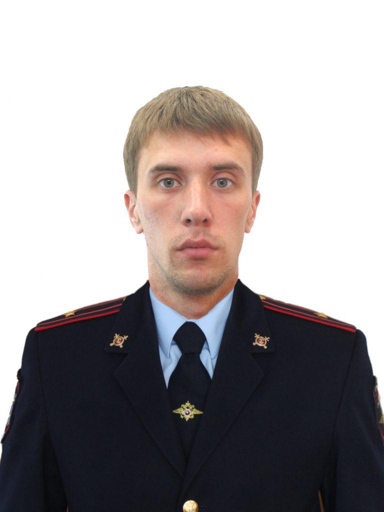 Кировский полицейский спас тонущих женщину и ребенка