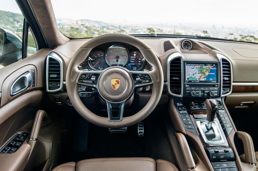 Налоговая озвучила, на каких автомобилях ездят богатые кировчане