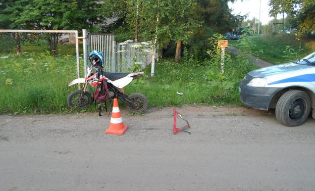 В Кирове 15-летняя мотоциклистка влетела в дерево