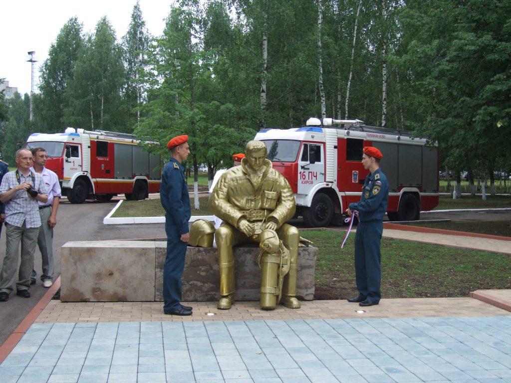 В Кирове открыт памятник погибшим пожарным