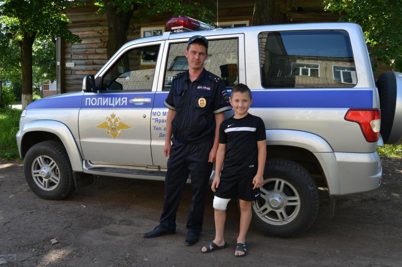 В Кировской области сотрудник ГИБДД оказал травмированному ребенку первую помощь и доставил его в больницу