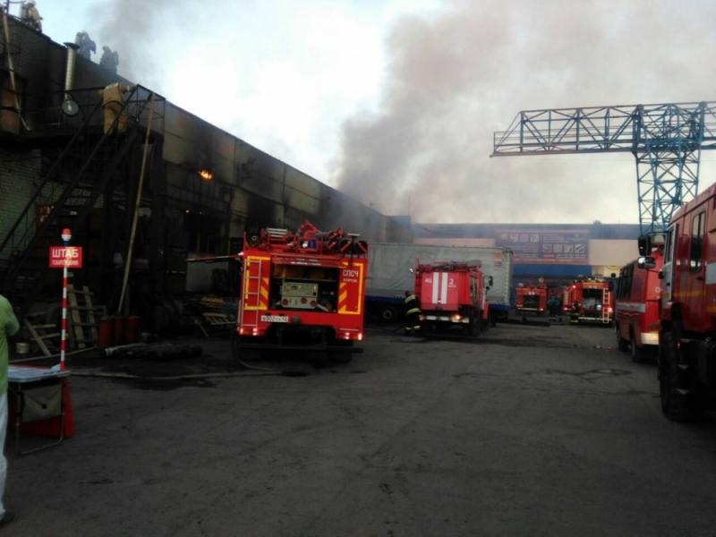 Крупный пожар на предприятии в Кирове тушило больше 60 человек