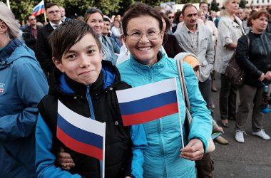День Государственного флага на Театральной площади отметили около 3000 кировчан