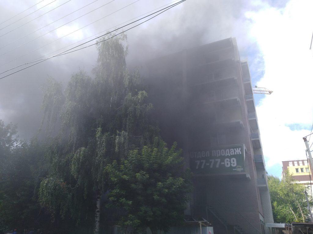 В Кирове загорелся строящийся дом у Центрального рынка