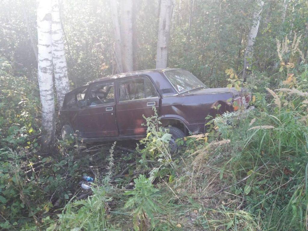 «Пятёрка» врезалась в берёзу на трассе: два человека погибли